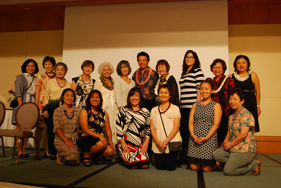 Lt. Gov. Shan Tsutsui installed the officers and directors of the JWSF. (Photo by Noriyoshi Kanaizumi)