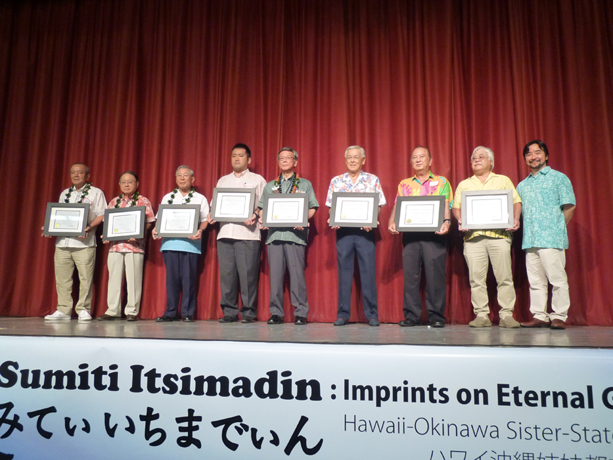 HUOA president Mark Higa (far right) presented certificates of appreciation to HOC supporters from Okinawa and Hawai'i on July 11. Gov. Takeshi Onaga (fifth from left), represented the Okinawa Prefectural Government. Also recognized were HOC fundraising chair Edward Kuba (fourth from right), architect Maurice Yamasato (third from right) and Dexter Teruya (second from right), who represented the Teruya family.