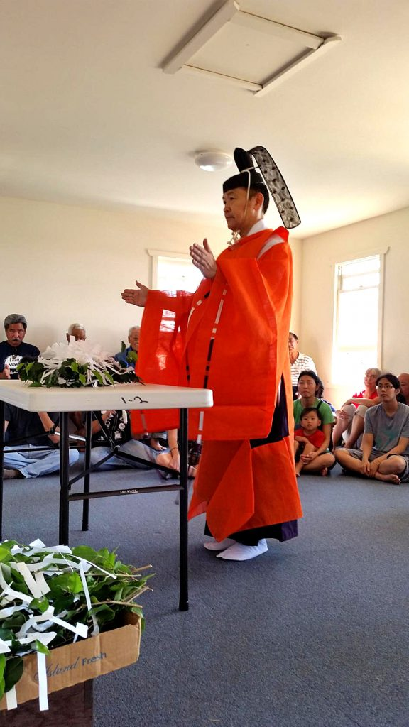 Rev. Daiya Amano of the Izumo Taishakyo Mission of Hawaii conducts the blessing ceremony at the Maalaea Ebisu Kotohira Jinsha this past January. (Photos courtesy Allan Murayama)