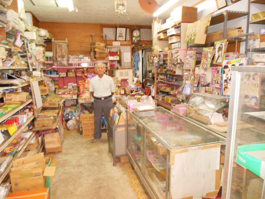 Proprietor Tokuzo Uehara in his stationery and snack store. (Photos by Louis Wai)
