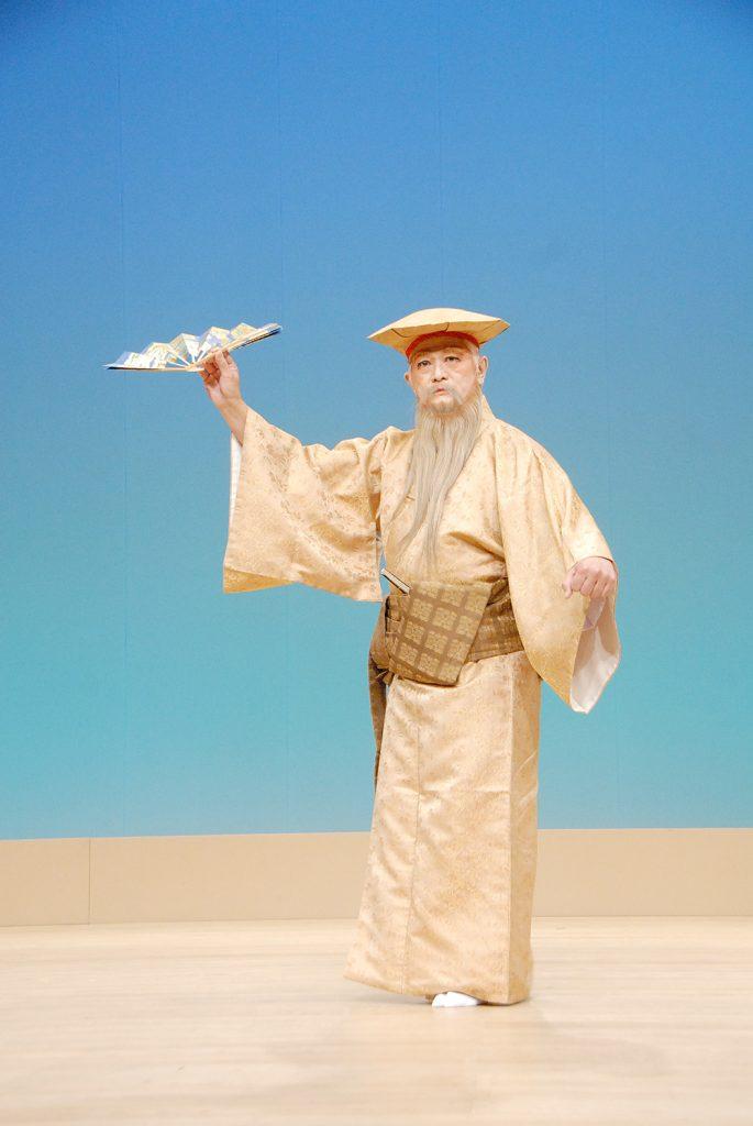 "The classical Ryükyüan court dance, ""Kajadifu,"" is performed by Earl Ikeda."