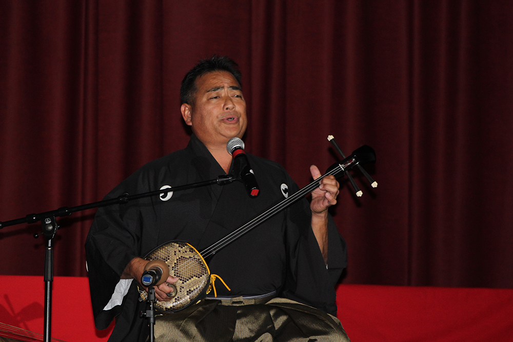 "Tom Yamamoto performs ""Hwishi Bushi,"" a classical song about the parting of lovers."