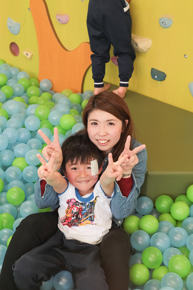 "Mariko Suzuki and son Shota make ""V"" for victory hand signs. Says Mariko, "". . . [M]y wish for him being energetic turned him into an overly energetic boy."""