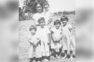 Family photo of Matsue Ikehara Kobashigawa and her four children