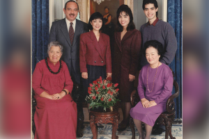 Photo of The Waihee family at Washington Place in 1990.