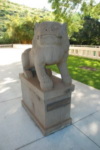 Photo of lion at the East West Center, a gift from the Republic of China