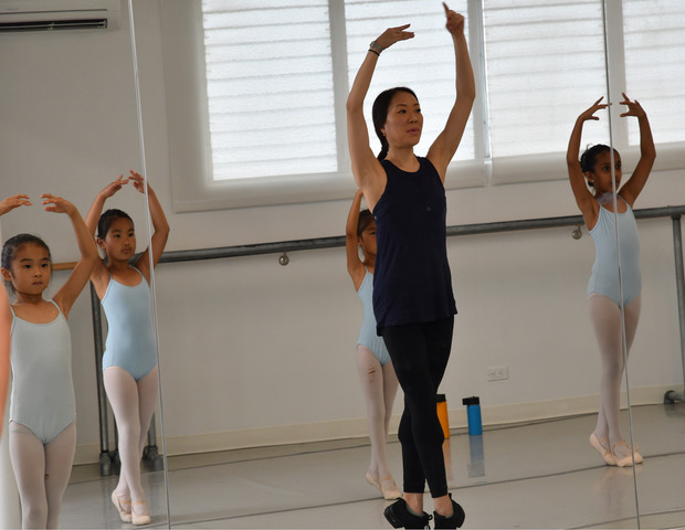 Romi Beppu starts warm-up exercise with her students.